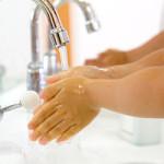 次亜塩素酸水で手洗い